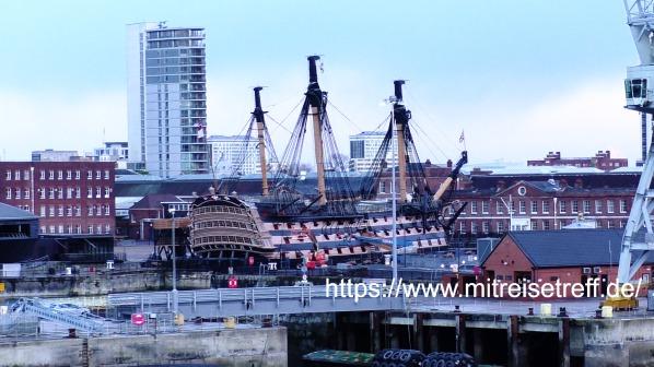 Blick vom Schiff auf HMS Victory