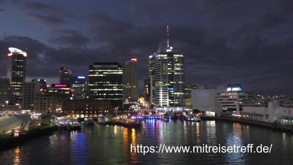 Anfahrt von MS Albatros auf Auckland mit tollemBlick auf die Skyline