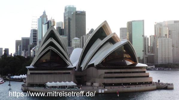 Abfahrt von MS Albatros mit Blick auf das Opernhaus und die Skyline von Sydney