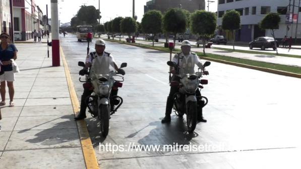 2 Kradfahrer der Touristen Polizei in Callao