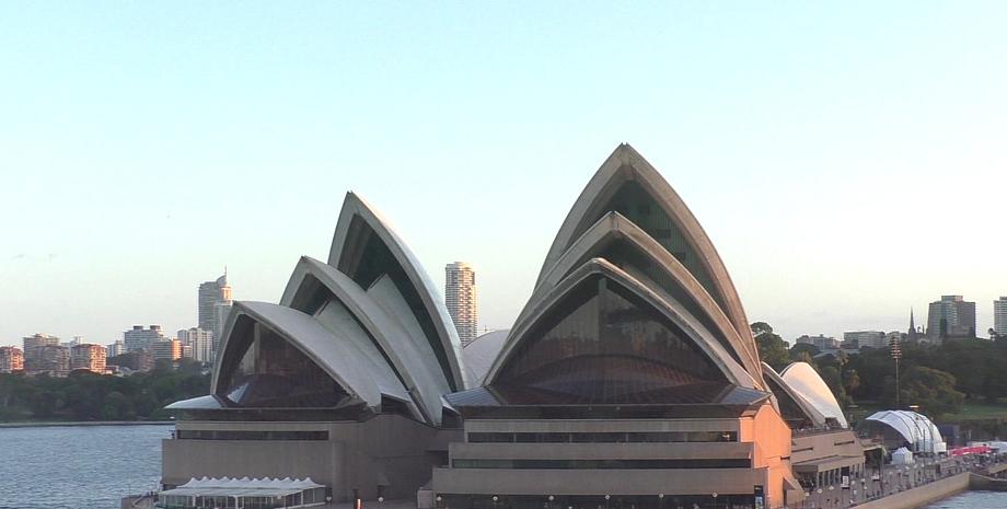 Abfahrt von Sydney am Opernhaus vorbei