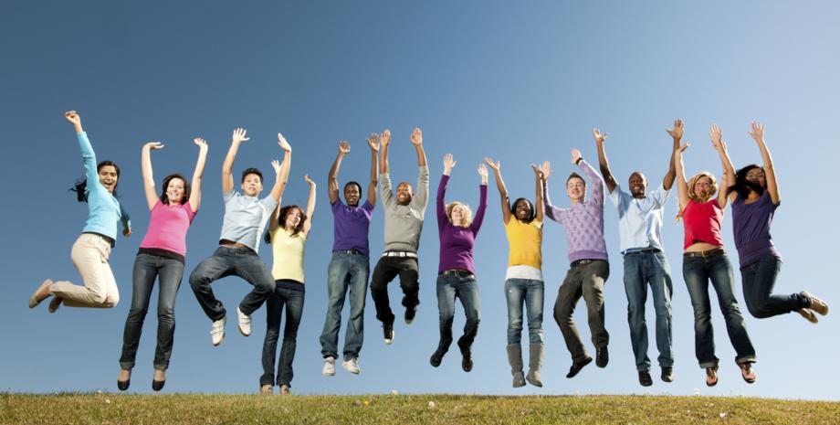 Foto von Ionos - In die Luft springende Menschen