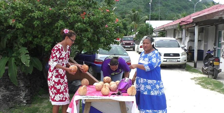 Kokosnuss Anbieterinnen auf Bora Bora